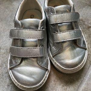 Gap tennis shoes size 8